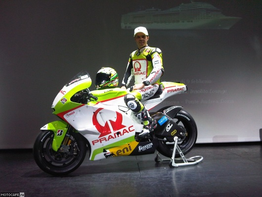 pramac-racing-team-ducati-desmosedici-gp11-2